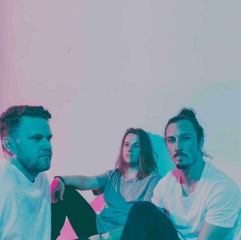 SAFIA - Runaway [Indie Electro, Alternative Pop]